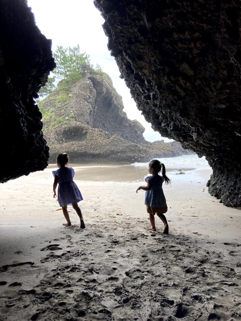 ビーチの洞窟